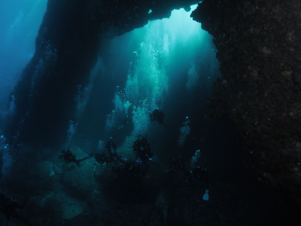 Blue-Hole-Diving