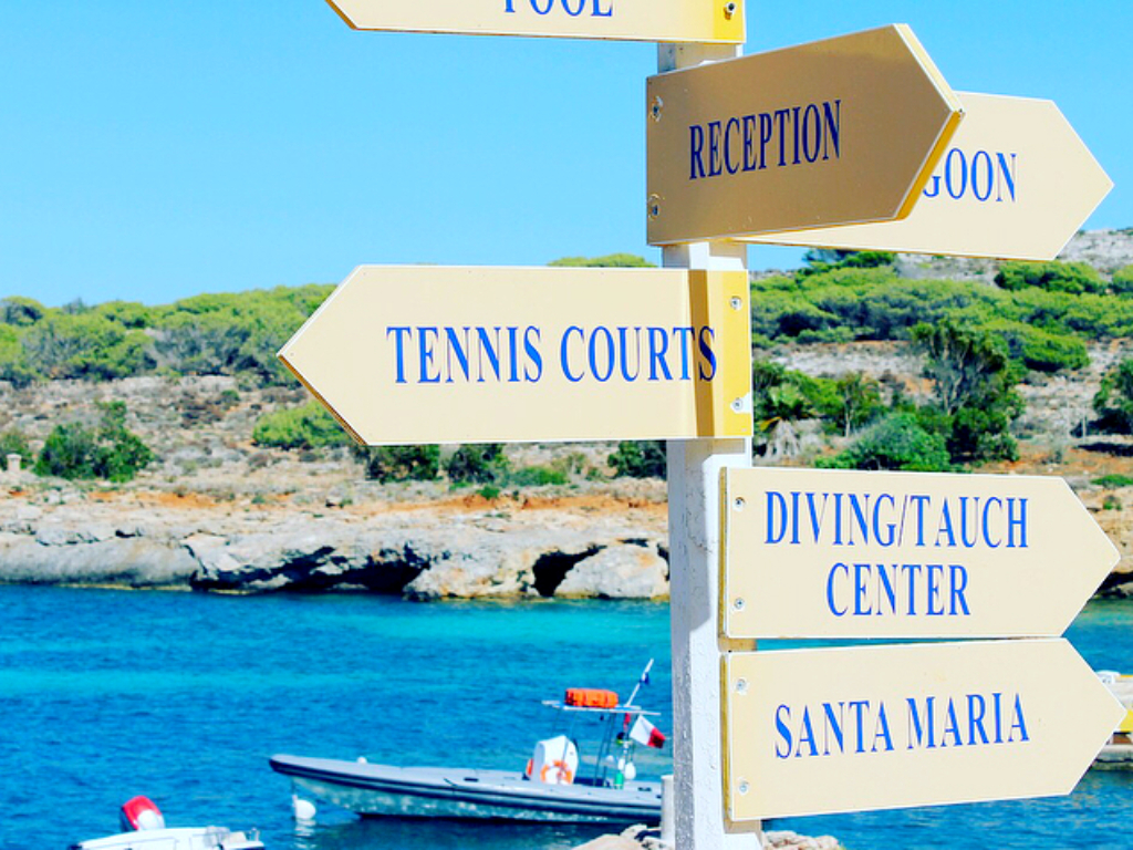 Comino Path Signs